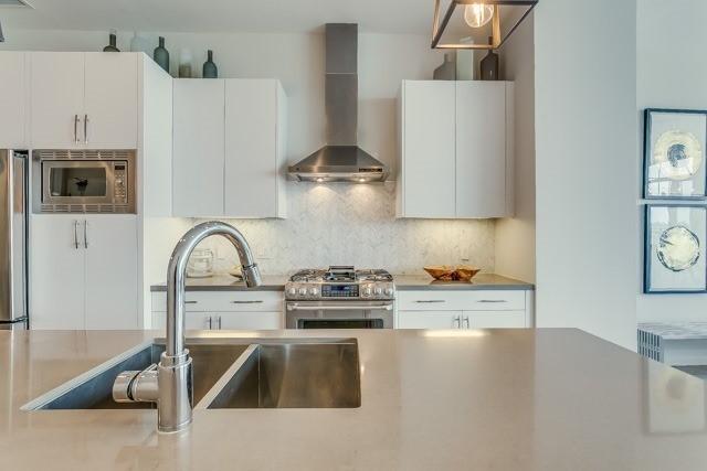 Condo Apartment at 127 Queen St E, Unit Ph1, Toronto, Ontario. Image 2