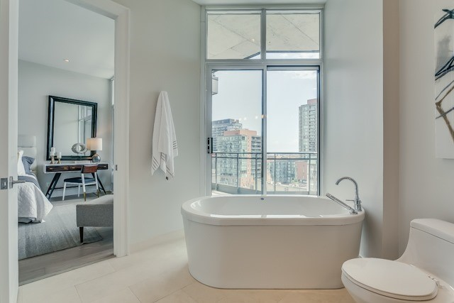 Condo Apartment at 127 Queen St E, Unit Ph1, Toronto, Ontario. Image 7