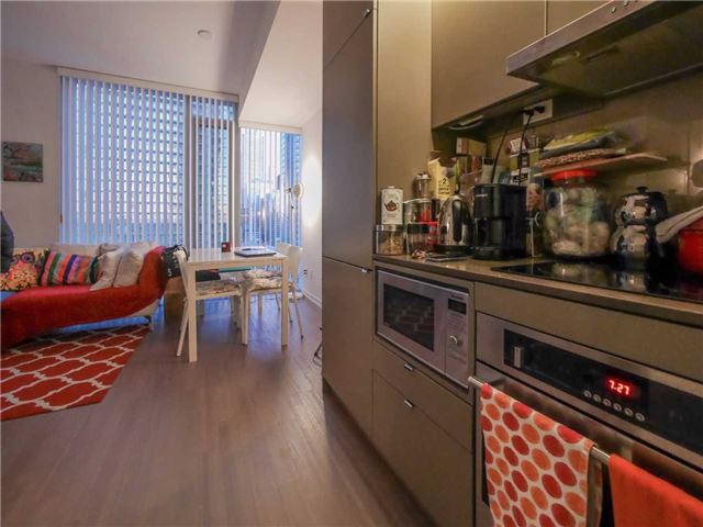 Condo Apartment at 101 Peter St, Unit 1605, Toronto, Ontario. Image 4