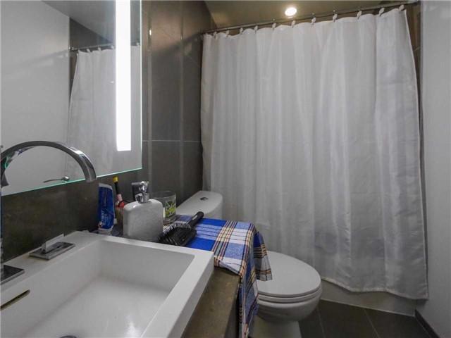 Condo Apartment at 101 Peter St, Unit 1605, Toronto, Ontario. Image 7