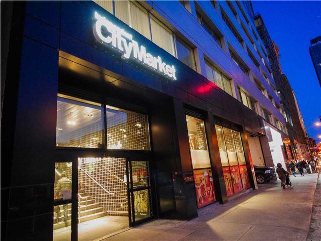 Condo Apartment at 101 Peter St, Unit 1605, Toronto, Ontario. Image 8
