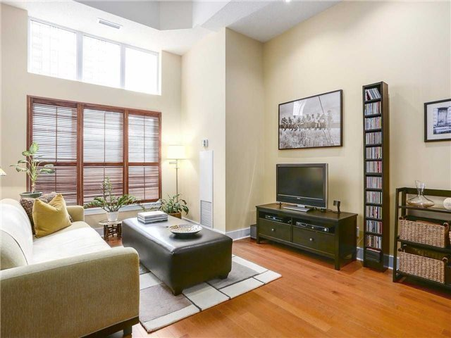 Condo Townhouse at 77 Lombard St, Unit Th102, Toronto, Ontario. Image 11