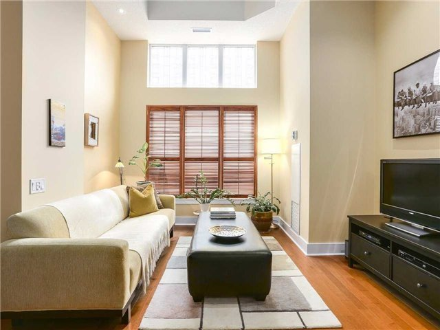 Condo Townhouse at 77 Lombard St, Unit Th102, Toronto, Ontario. Image 12