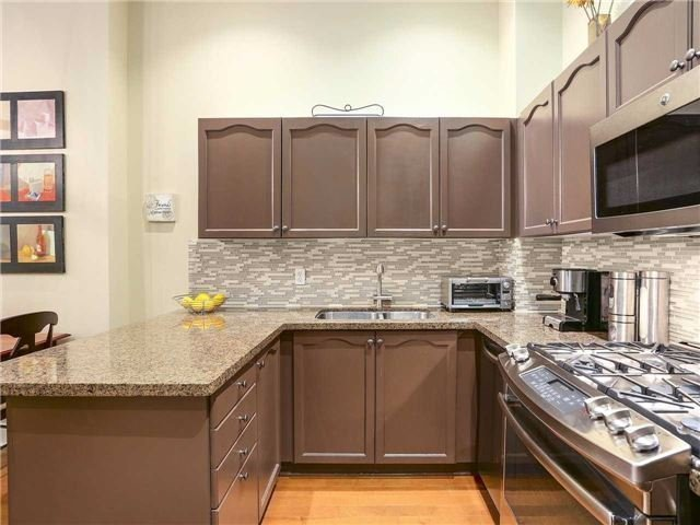 Condo Townhouse at 77 Lombard St, Unit Th102, Toronto, Ontario. Image 15