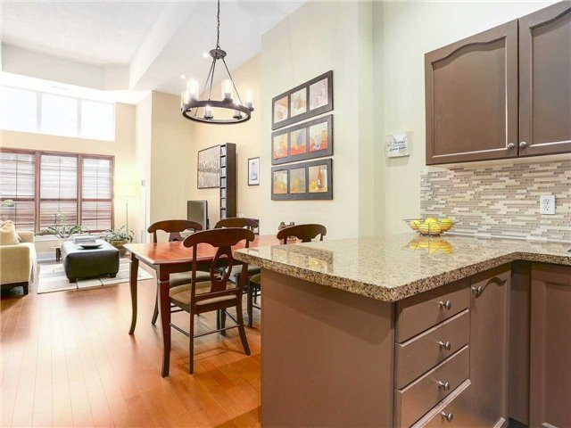 Condo Townhouse at 77 Lombard St, Unit Th102, Toronto, Ontario. Image 16