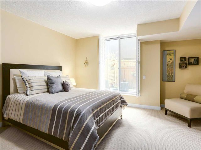 Condo Townhouse at 77 Lombard St, Unit Th102, Toronto, Ontario. Image 17