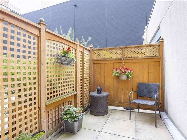 Condo Townhouse at 77 Lombard St, Unit Th102, Toronto, Ontario. Image 2