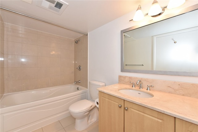 Condo Apartment at 2181 Yonge St, Unit 1011, Toronto, Ontario. Image 2
