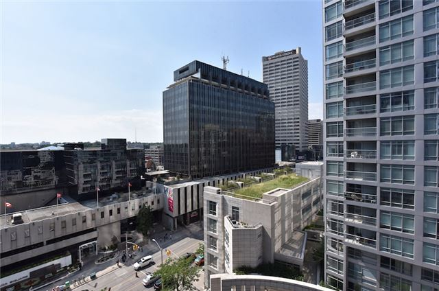 Condo Apartment at 2181 Yonge St, Unit 1011, Toronto, Ontario. Image 4