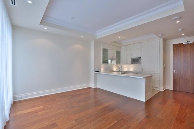 Condo Apartment at 55 Scollard St, Unit 602, Toronto, Ontario. Image 2