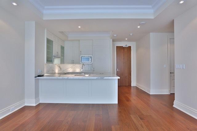 Condo Apartment at 55 Scollard St, Unit 602, Toronto, Ontario. Image 3