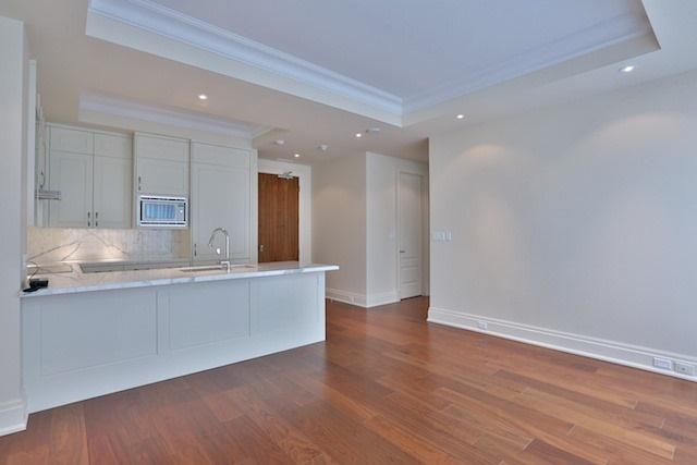 Condo Apartment at 55 Scollard St, Unit 602, Toronto, Ontario. Image 4