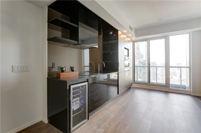 Condo Apartment at 70 Temperance St, Unit 3314, Toronto, Ontario. Image 5