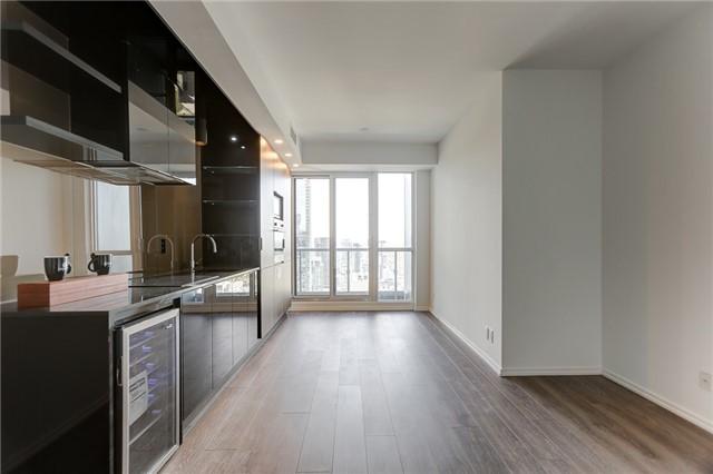 Condo Apartment at 70 Temperance St, Unit 3314, Toronto, Ontario. Image 7