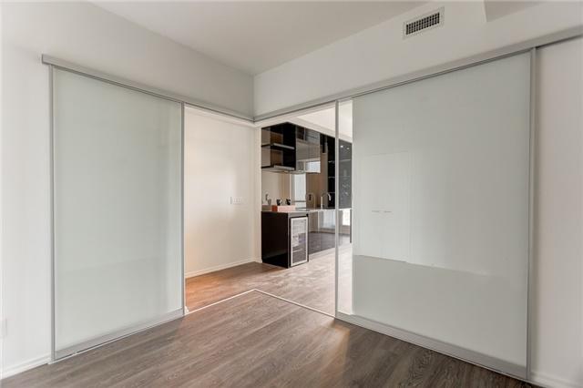 Condo Apartment at 70 Temperance St, Unit 3314, Toronto, Ontario. Image 2