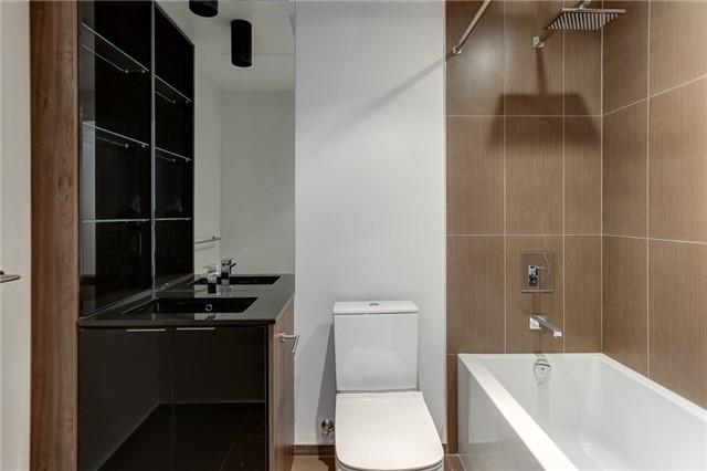 Condo Apartment at 70 Temperance St, Unit 3314, Toronto, Ontario. Image 3