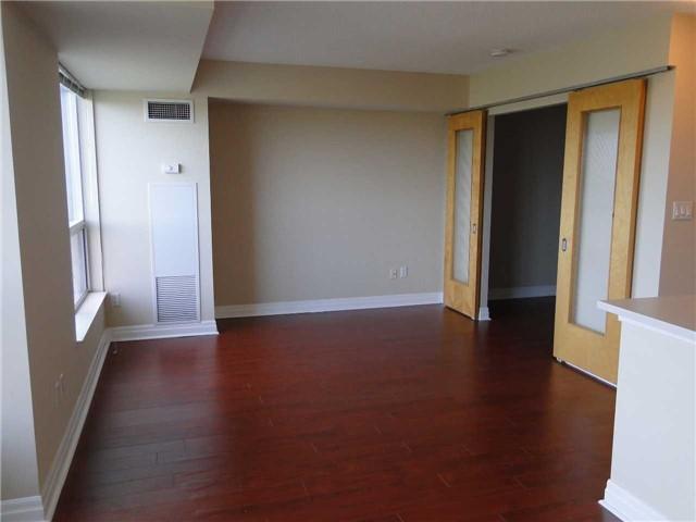 Condo Apartment at 188 Doris Ave, Unit 1610, Toronto, Ontario. Image 6