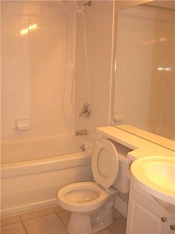 Condo Apartment at 188 Doris Ave, Unit 1610, Toronto, Ontario. Image 10