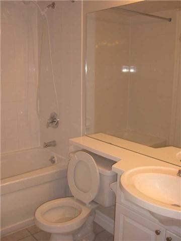 Condo Apartment at 188 Doris Ave, Unit 1610, Toronto, Ontario. Image 11