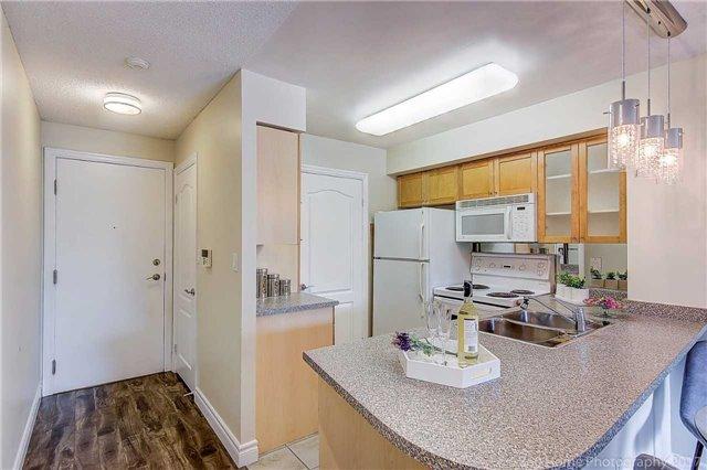 Condo Apartment at 188 Doris Ave, Unit 218, Toronto, Ontario. Image 15