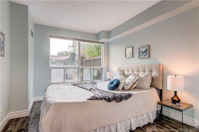 Condo Apartment at 188 Doris Ave, Unit 218, Toronto, Ontario. Image 8