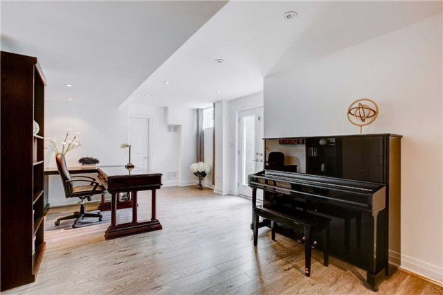 Detached at 317 Holmes Ave, Toronto, Ontario. Image 11
