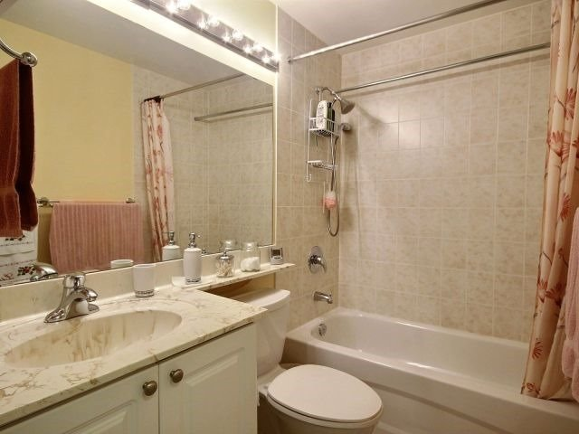Condo Apartment at 872 Sheppard Ave W, Unit 707, Toronto, Ontario. Image 4