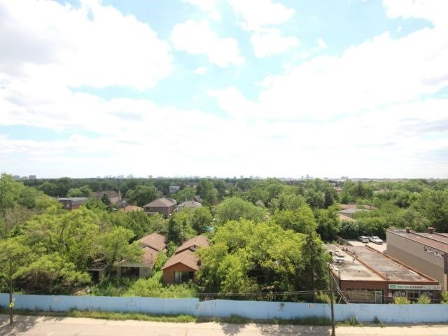 Condo Apartment at 872 Sheppard Ave W, Unit 707, Toronto, Ontario. Image 5