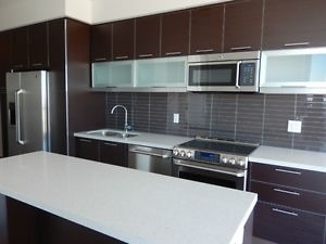 Condo Apartment at 388 Yonge St, Unit 7004, Toronto, Ontario. Image 9