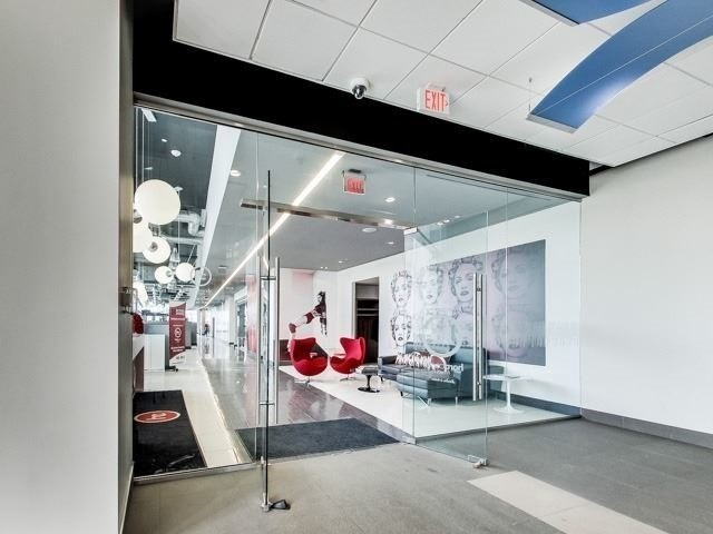 Condo Apartment at 388 Yonge St, Unit 7004, Toronto, Ontario. Image 2