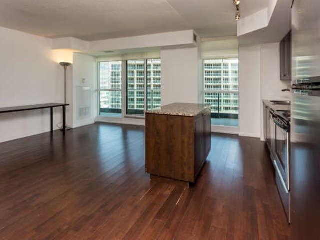 Condo Apartment at 209 Fort York Blvd, Unit 1169, Toronto, Ontario. Image 12