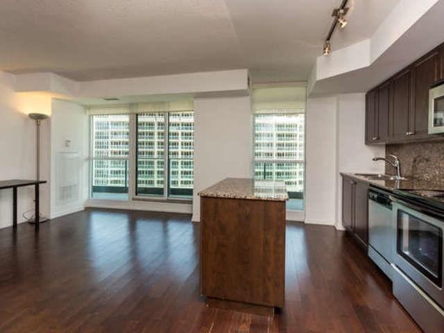 Condo Apartment at 209 Fort York Blvd, Unit 1169, Toronto, Ontario. Image 14