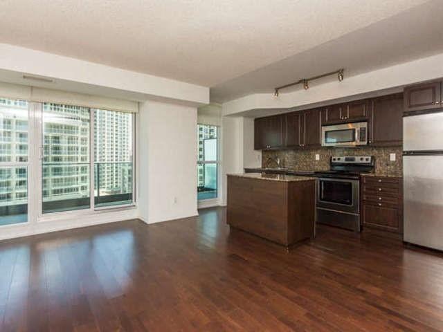 Condo Apartment at 209 Fort York Blvd, Unit 1169, Toronto, Ontario. Image 15