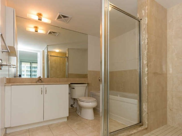 Condo Apartment at 209 Fort York Blvd, Unit 1169, Toronto, Ontario. Image 20