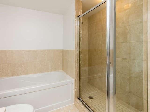 Condo Apartment at 209 Fort York Blvd, Unit 1169, Toronto, Ontario. Image 2
