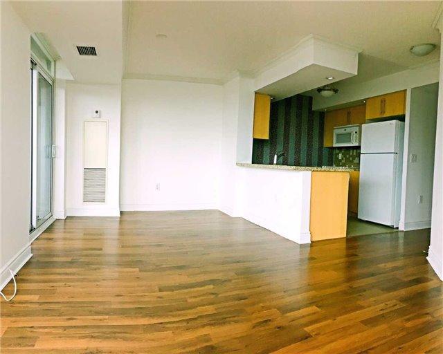 Condo Apartment at 500 Doris Ave, Unit 2019, Toronto, Ontario. Image 12