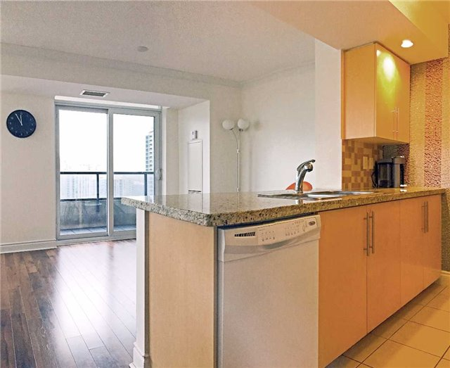Condo Apartment at 500 Doris Ave, Unit 2019, Toronto, Ontario. Image 14