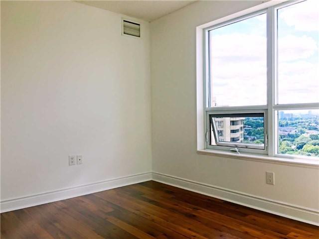 Condo Apartment at 500 Doris Ave, Unit 2019, Toronto, Ontario. Image 3