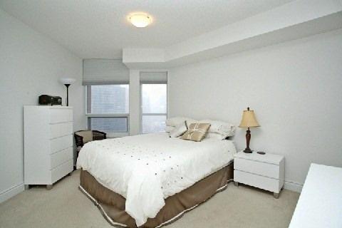 Condo Apartment at 500 Doris Ave, Unit 1630, Toronto, Ontario. Image 15