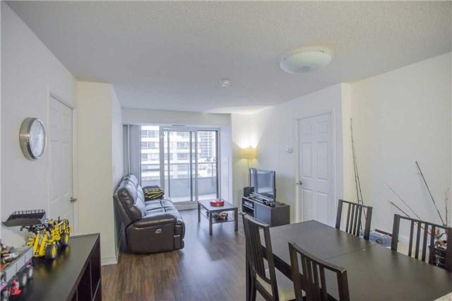 Condo Apartment at 35 Hollywood Ave, Unit 818, Toronto, Ontario. Image 10