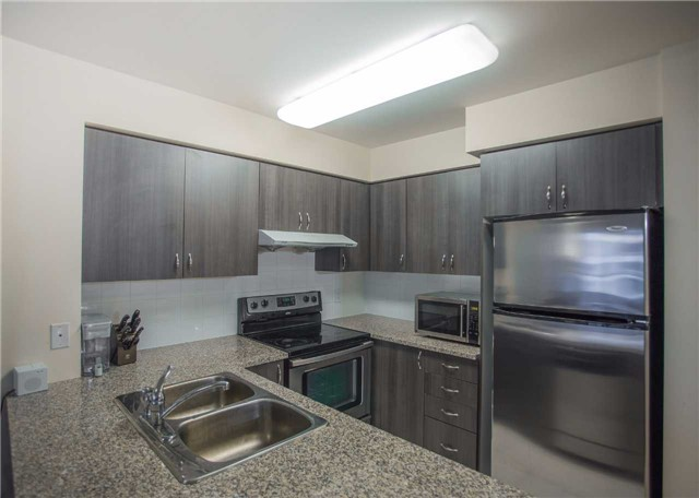 Condo Apartment at 35 Hollywood Ave, Unit 818, Toronto, Ontario. Image 11