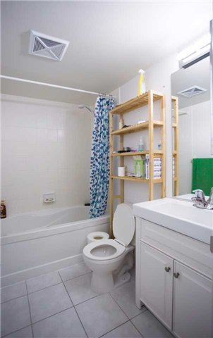 Condo Apartment at 35 Hollywood Ave, Unit 818, Toronto, Ontario. Image 15
