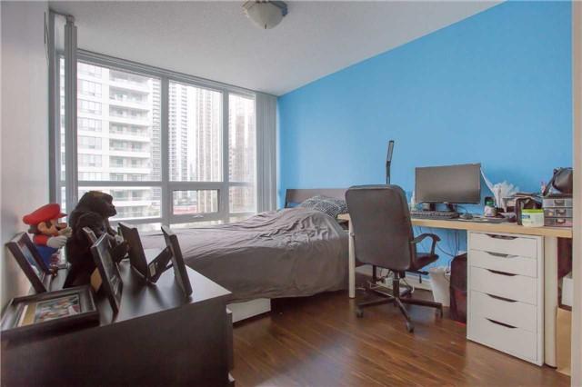 Condo Apartment at 35 Hollywood Ave, Unit 818, Toronto, Ontario. Image 16