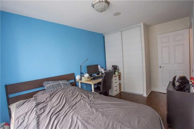 Condo Apartment at 35 Hollywood Ave, Unit 818, Toronto, Ontario. Image 2