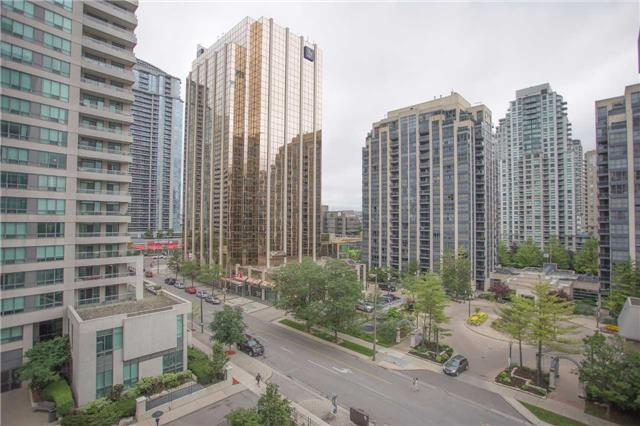 Condo Apartment at 35 Hollywood Ave, Unit 818, Toronto, Ontario. Image 6