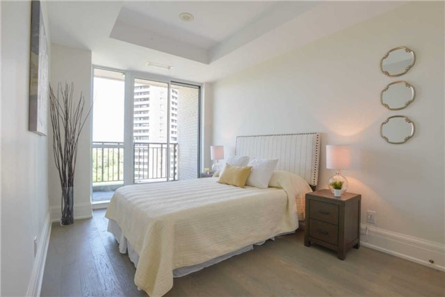 Condo Apartment at 181 Davenport Rd, Unit 803, Toronto, Ontario. Image 3