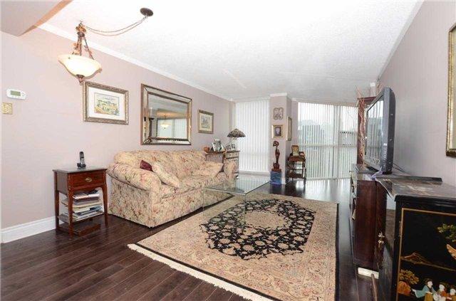Condo Apartment at 701 King St W, Unit 801, Toronto, Ontario. Image 2