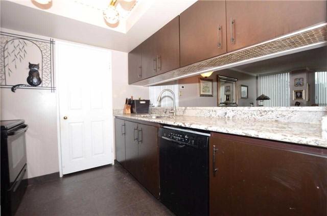 Condo Apartment at 701 King St W, Unit 801, Toronto, Ontario. Image 5