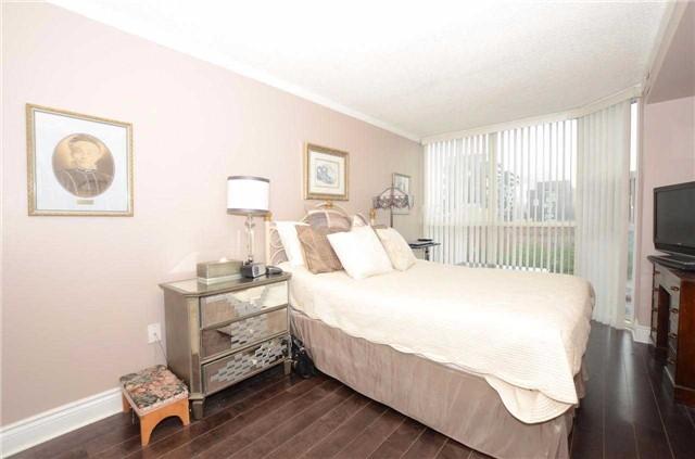 Condo Apartment at 701 King St W, Unit 801, Toronto, Ontario. Image 6