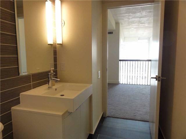 Condo Apartment at 5 Hanna Ave, Unit 403, Toronto, Ontario. Image 9
